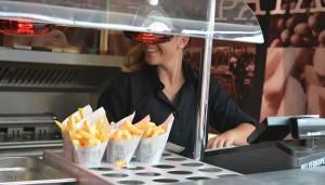 iedereen geniet van friet