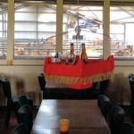 Vliegend Tapijt bezorgt eten op tafel in restaurant