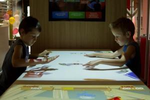 een interactief tafelspel (Connect and Play)