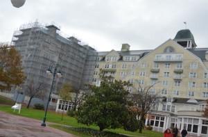 Er wordt nog volop gewerkt aan renovatie van het grootste hotel.