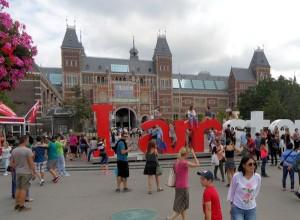 gezellige drukte of vieze chaos voor het Rijksmuseum?