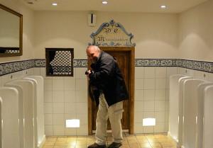 oog voor detail; in hotel Colosseo zijn zelfs de toiletten in Spaanse stijl gethematiseerd