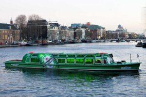 De Heineken boot verbindt de Heineken Experience met de Brand Store