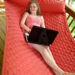 Nederlander ook tijdens vakantie vaak online