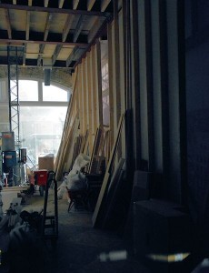 Het museum is nog volop 'under construction' en er wordt hard gewerkt om de attratie eind april klaar te hebben voor de opening. Veel onderdelen worden in studio's gemaakt en later naar de Dam verplaatst.