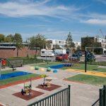 Kunstgrasvelden op speelplekken bevatten doorgaans geen PAK's